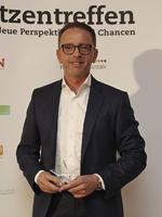 Heiko von Soosten mit seiner Auszeichnung auf dem CRN ITK-Spitzentreffen 2017