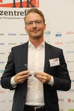 Brother-Vertriebsleiter Sascha Bick mit dem Hersteller-Award der CRN in der Kategorie Drucker 2018