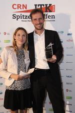 Michael Sadranowski mit CRN-Redakteurin Ulrike Garlet und dem Award für den ersten Platz