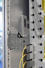 Überwachung im Rechenzentrum: Mit dem CMC-TC lassen sich auch drahtlose Sensoren anbinden und auf diese Weise schwer erreichbare Stellen im Data-Center kontrollieren.