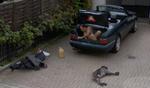 Der Nackte im Mercedes-Kofferraum und andere Street-View-Pannen