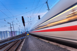 Glasfaser-Ausbau entlang von Bahnstrecken kommt kaum voran