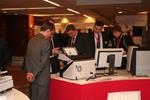 Im Ausstellungsbereich informierten sich Partner über die neuesten Geräte und Lösungen