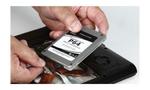 Befestigen Sie die SATA-Kabel an der neuen SSD und bauen Sie diese ins Gehäuse. Für Desktop-PCs liegen den SSDs oft Adapter bei, um diese in einen 3,5-Zoll-Festplattenschacht einbauen zu können. © PCgo
