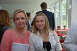 Carolin Schlüter von der CRN (links) mit Julia Gössl. (Foto: CRN)