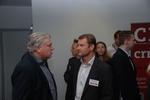 CRN-Chefredakteur Martin Fryba (links) begrüßt in Martin Greimel (Greimel IT-Systemhaus) einen der Referenten. (Foto: CRN)