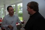 Maximilian Bode (IntraWorlds) unterhält sich mit CRN-Redakteur Lars Bube (rechts). (Foto: CRN)