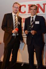 CRN-Redakteur Daniel Dubsky überreichte den zweiten Security-Preis an Stefan Thiel von Eset