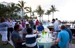 Zwischen Palmen, Pool und Meer lud Unify zum abendlichen Dinner (Alle Fotos: Unify)