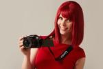 Für gestochen scharfe Bilder von der neuen Frisur empfiehlt Miss IFA die Panasonic Spiegelreflexkamera Lumix DMC G70 (Foto: Messe Berlin)