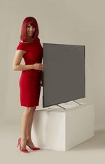 Nur per Fotofinish zu erkennen: Der Sony BRAVIA X90C 4K Ultra HD TV 65 Zoll ist sogar noch etwas schlanker, als Miss IFA (Foto: Messe Berlin)