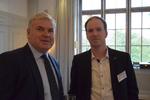 Martin Fryba und Rüdiger Haase von Bluechip diskutieren über die Händlernoten(Foto: CRN)