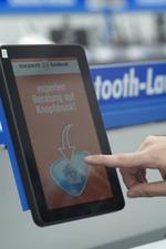 Tablets dienen zur Kontaktaufnahme mit Beratern und zur virtuellen Sortimentserweiterung (Foto: Expert)