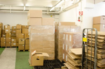 Die Lager der Fälscher waren voll mit zum Versandfertigen Materialien (Foto: Zoll Frankfurt)