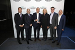 HPE-Chefin Meg Whitman zeichnete Also als HPE Global Distributor oft the Year aus: Maic Hengemühle, HPE, Antonio Neri, HPE, Also-CEO Gustavo Möller-Hergt, Volkan Weissenberg, Also und Ole Eklund, Also (von links) (Bild: Also)