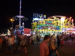 Also-Mitarbeiter, Hersteller und Handelspartner werfen sich für den Volksfestklassiker in Lederhose und Dirndl (Bild: CRN)