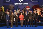 Im Wahljahr hat auch die Politik die wachsende Gamerszene entdeckt: Bundeskanzlerin Angela Merkel eröffnet die Gamescom 2017 (Bild: Koelnmesse)