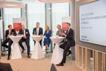 Rolf Werner, Vorsitzender der Geschäftsführung Fujitsu Deutschland und Head of Central Europe, Thomas Remmel, Director Organization & IT Deutsche Leasing, der bayerische Wirtschaftsminister Franz-Josef Pschierer, Laura Bonamici, Vice President Commun