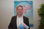 Telefónica-Chef Helmut Schnierle mit der neuen CRN (Foto: CRN)
