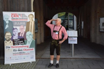 Unser bayerischer Hirte und Chefredakteur hält Ausschau nach seinen Gästen (Foto: CRN)