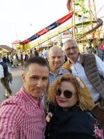 Denis Krüger von Ingram Micro, Daniel Thiele von Synaxon sowie Michael Seebach und Ulrike Foellmer (beide von Comteam) haben vorher schon Spaß (Foto: CRN)