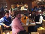 Nette Runde: Das Buffalo-Team mit seinen Gästen in den Wildstuben (Foto: CRN)