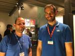 Peter Feist (links, EDV-Team Oberland) nutzt die Pause, um sich bei Gordon Priebe (AVM) aus erster Hand über die Neuheiten bei AVM zu informieren, Foto: CRN