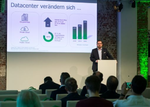 Matthias Frühauf bei seinem Vortrag über die sich verändernden Herausforderungen in Rechenzentren (Foto: Veeam)