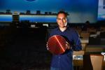 Navin Shenoy, Executive Vice President & General Manager von Intels Data Center Group, bei der Präsentation der neuen Xeon-CPUs (Bild: Intel)...