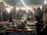 In schönem Ambiente und bei leckerer rumänischer Küche wird bis in die späten Abendstunden gefachsimpelt (Foto: CRN)