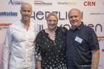 Matthäus Hose (Verlagsleiter WEKA FACHMEDIEN) begrüßt Eckhart Traber von Lancom Systems und seine Frau Nicole
