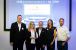 Löwenfels Partner AG aus der Schweiz erhielt für ihr Projekt eDossier Immobilien den Award fürs innovativste Projekt. Luzia Herger und Manfred Hediger (Mitte) nahmen der Preis entgegen. (Bild: Easy Software) ...