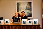 Freundlicher Empfang der Gäste durch Catharina Franz und Kathrin Leidl (Foto: Eset)