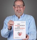 Kurzerhand verfasste Matthias Kauf sein erstes eigenes Buch zum Thema Beziehungsmanagement.