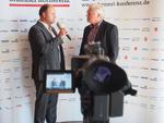 Markus Sennbert (links) im Interview mit CRN-TV.
