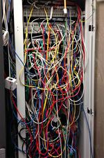 Lanline_Kabelmanagement_messy rack